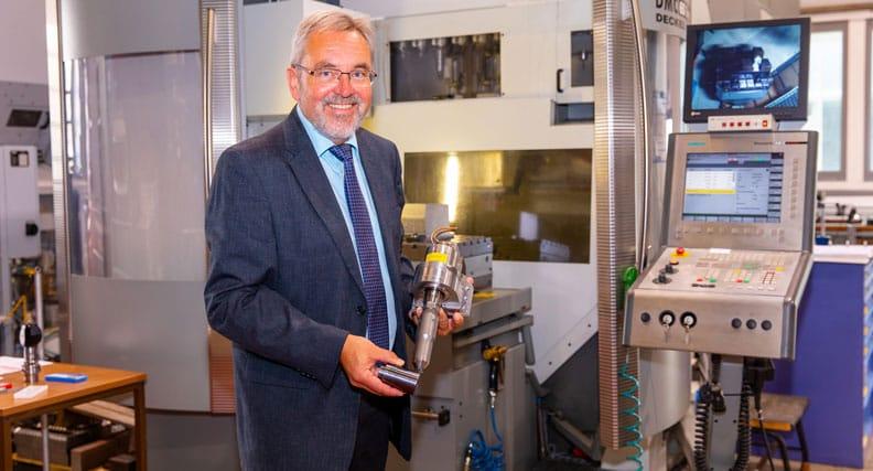 Prof. Dr. Matthias Kolbe im Labor