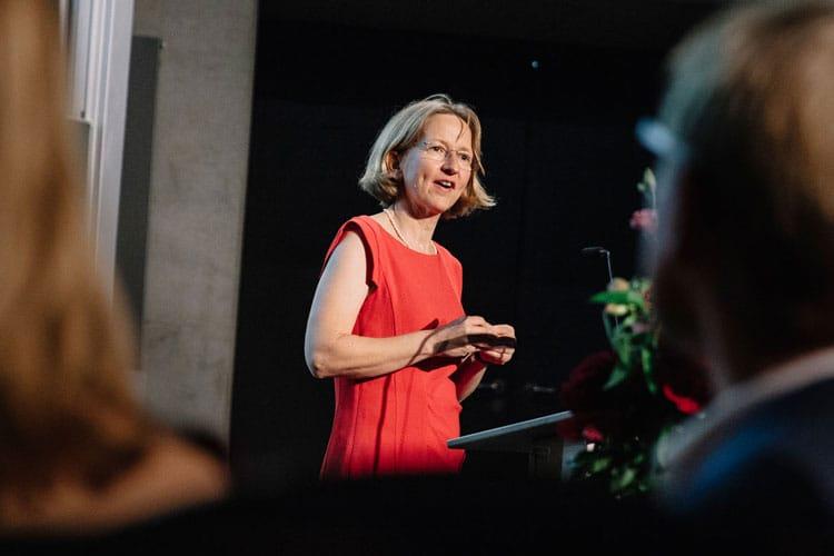 Prof. Dr. Greta Köster am Rednerpult