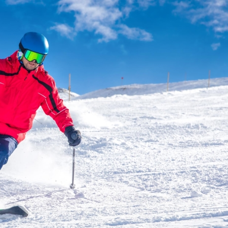Skifahrer in den Bergen.