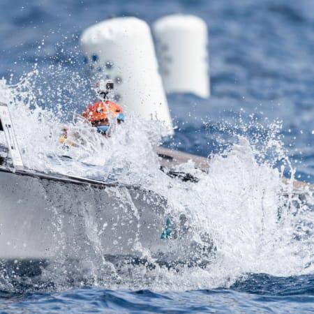 Solarboot in den Wellen