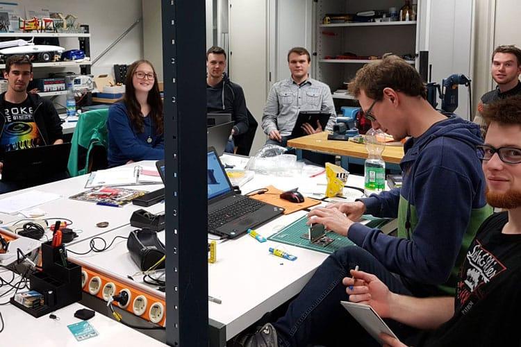 Studierende der Hochschule Jena bei der Arbeit