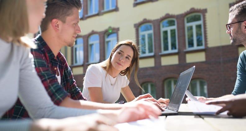 Das Weiterbildungsmodul besteht aus zwei Präsenzwochenenden auf dem Oldenburger Campus und online-Selbstlernphasen.