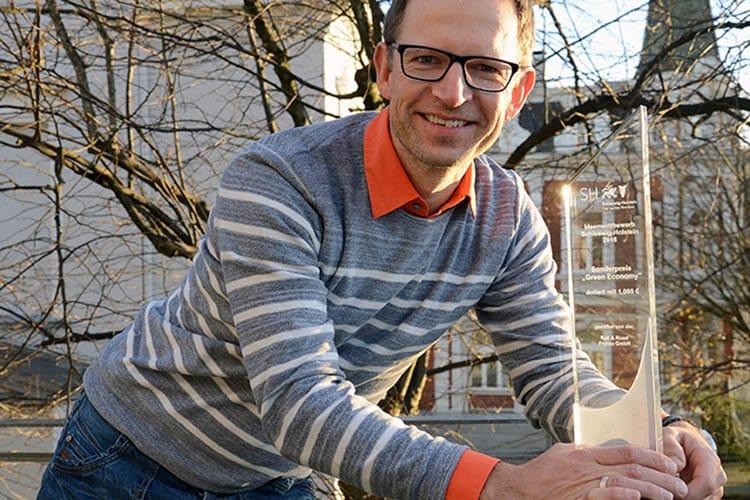 Prof. Dr. Clemens Jauch mit seinem Preis