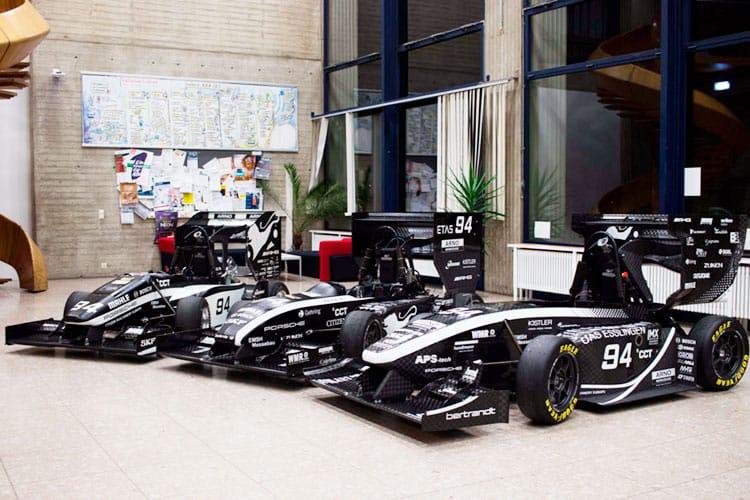 Drei Rennwagen des Racing Teams