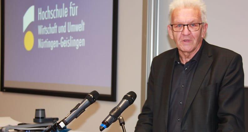 Ministerpräsident Kretschmann diskutierte mit Studierenden an der HfWU über eine zukunftsfähige Verbindung von Ökonomie und Ökologie.
