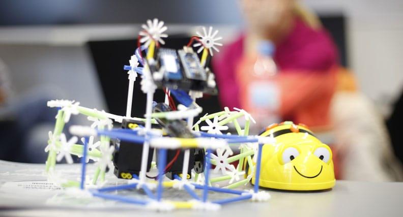 Ein Modell für Computertechnik in Grundschulen.