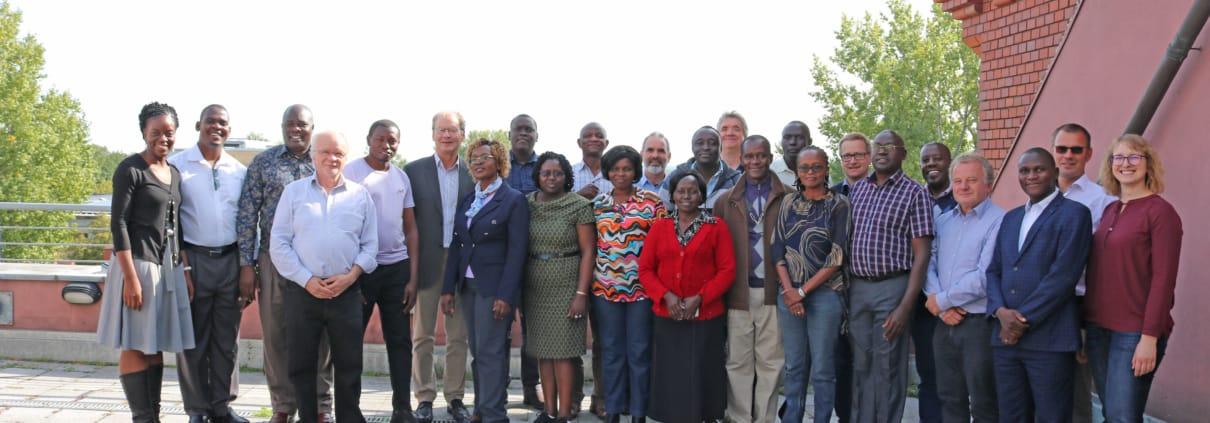 Teilnehmerinnen und Teilnehmer des deutsch-kenianischen Gemeinschaftsprojekts)
