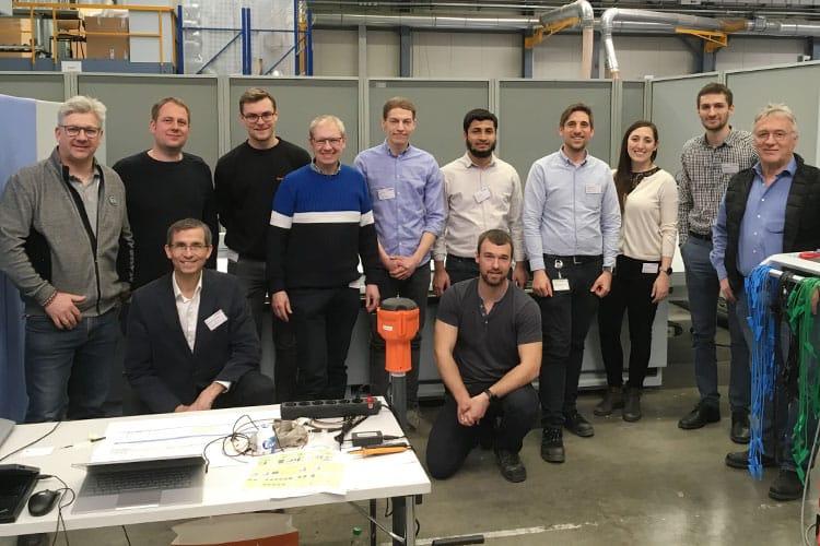 Mess-Marathon: Mitglieder des DC-Industrie-Teams auf der Testanlage