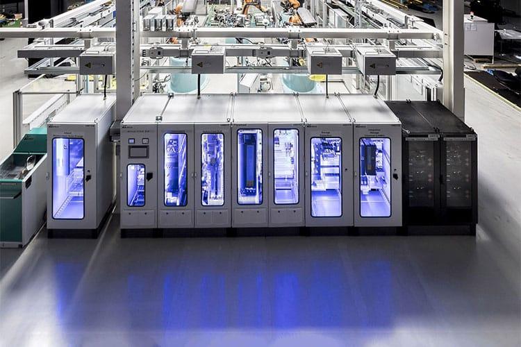 Rohkarossenfertigung der Firma Daimler. Alle Geräte sind über ein gemeinsames DC-Netz verbunden