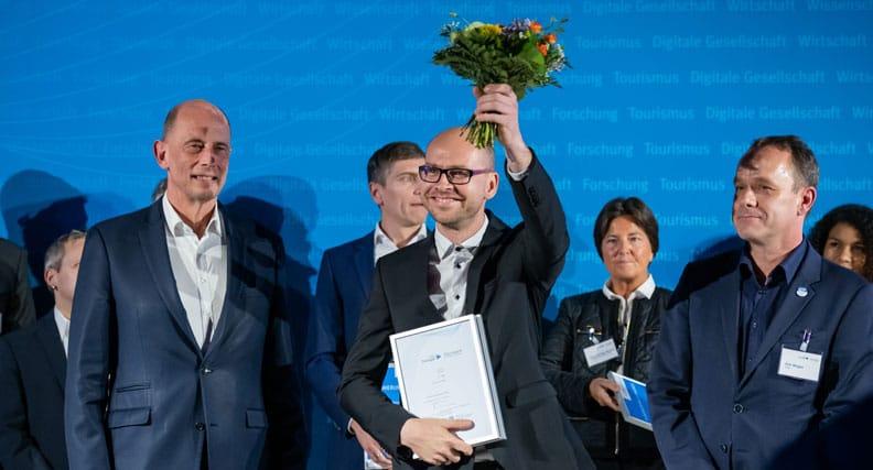 Wolfgang Tiefensee, Thüringer Minister für Wirtschaft, Wissenschaft und Digitale Gesellschaft, Marcel Griesbach, Geschäftsführer PureQuartzInnovation GmbH und Dirk Wegler, Leiter ThEx (v.l.n.r.)