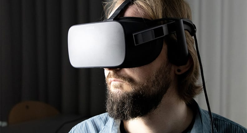 Die Wissenschaftler entwickeln eine App, mit der die Lokalisationsfähigkeit des Kindes aktiv trainiert werden kann. Die App kann auf einem Smartphone oder Tablet betrieben werden oder stationär in Kombination mit einer 3D-Brille.