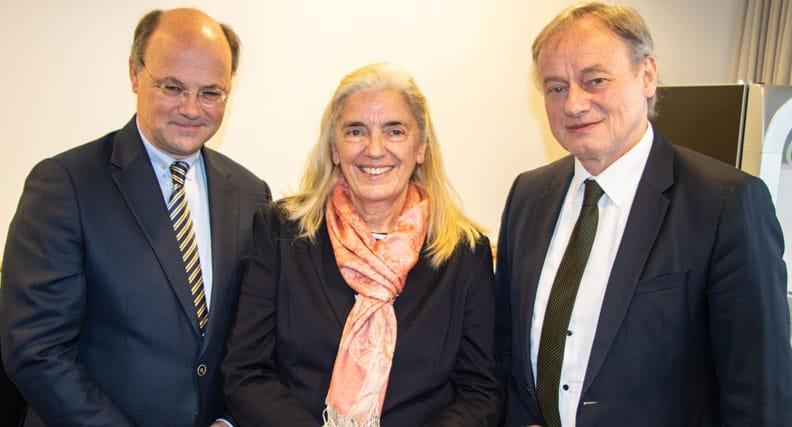 Hochschulpräsident Hans-Hennig von Grünberg mit Ministerin Isabel Pfeiffer-Poensgen und Hartmut Ihne, Präsident der Hochschule Bonn-Rhein-Sieg.
