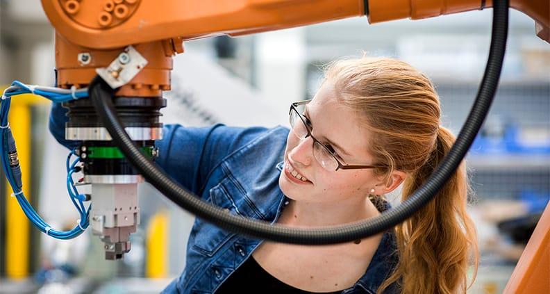 Die Maschinenbau-Absolventin Anna Lefken erhielt für ihre Abschlussarbeit den ersten Preis des VDI-Bezirksvereins Osnabrück-Emsland.
