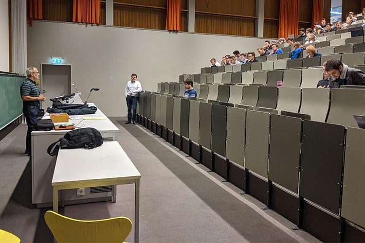 Studierende im Hörsaal, zum Thema Digital Transformation Lab.