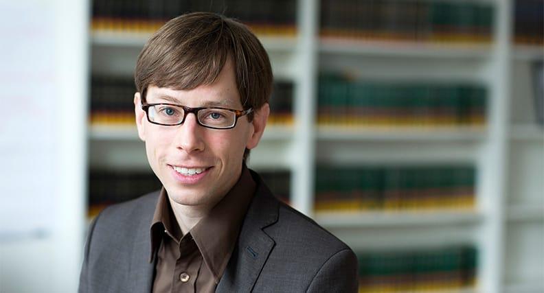 Prof. Dr. Holger Domsch lehrt am Fachbereich Sozialwesen Entwicklungspsychologie.