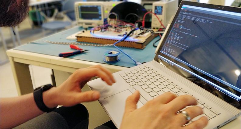 FabLab-Team der TH Lübeck erstellt Webplattform zur Order von 3D-Druckern hergestellter Versorgungsmittel.