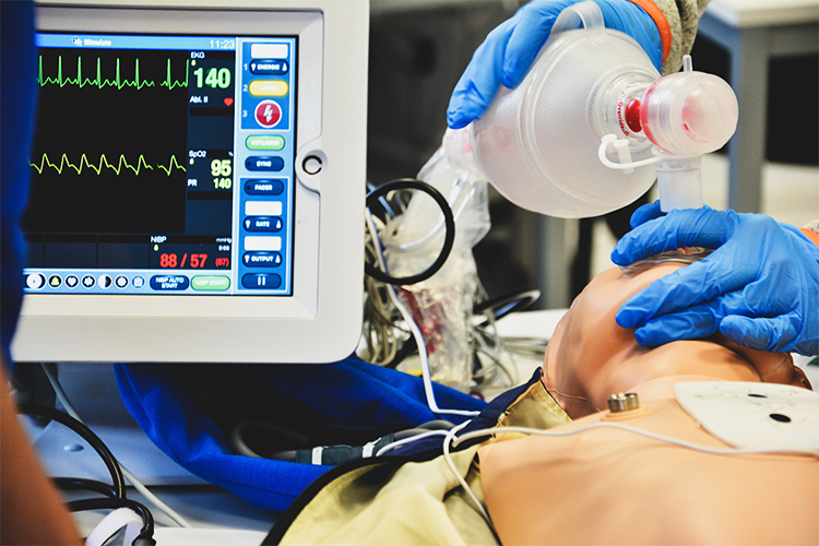 Benötigte Beatmungsgeräte für Covid-19 Patienten sind knapp.