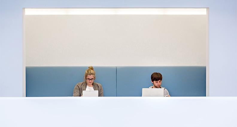 Studierende der hsg Bochum profitieren von modernen digitalen Lehr- und Lernformaten. Eine Förderung des Landes hilft, weitere Konzepte umzusetzen.