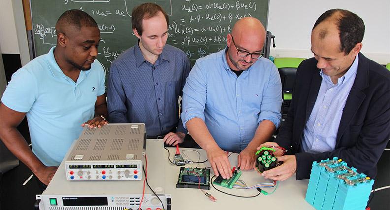 Ein Team der THM will ein Diagnosesystem entwickeln, das den aktuellen Zustand einer Batterie analysiert und dabei die Ströme, Spannungen und Temperaturen einzelner Zellen erfasst.
