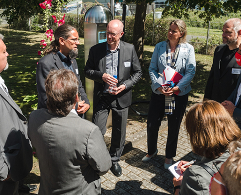Christian Pegel, Landesminister für Energie, Infrastruktur und Digitalisierung und Dr. Alexander Badrow, Oberbürgermeister der Hansestadt Stralsund, besuchen die Hochschule, um sich von dieser Erfolgsgeschichte selbst ein Bild zu machen.