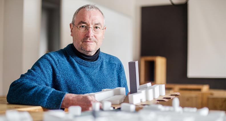 Prof. Ronald Scherzer-Heidenberger. (Foto: Robert Weinhold/HTWK Leipzig)