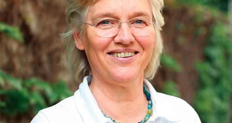 """Gisa von Marcard leitet das Projekt """"Klasse in der Masse"""" an der THM."""