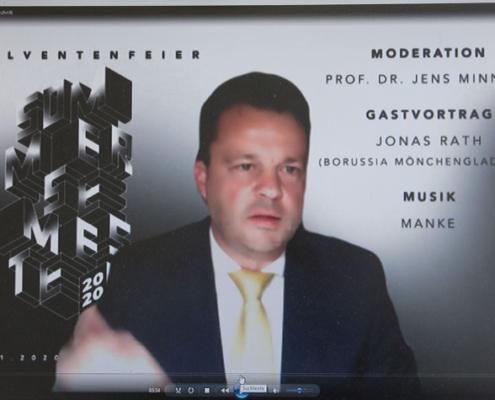 Dekan Prof. Jens Minnert verabschiedete die Absolventinnen und Absolventen des Sommersemesters am Fachbereich Bauwesen.