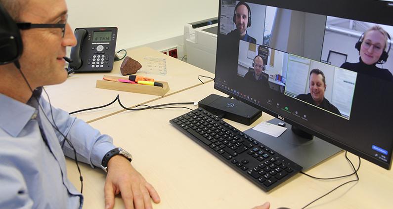 Vizepräsident Prof. Jochen Frey begrüßt die vier Referenten zu Beginn der Online-Veranstaltung.