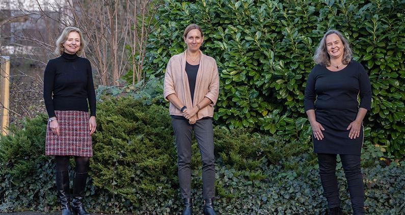 Die Studiengangsleiterinnen Prof. Marion Hoeren, Prof. Stefanie Wannow und Prof. Stephanie Hanrath sind zufrieden.
