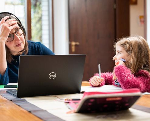 Das aktuelle Familienleben einer Mutter mit Kind.