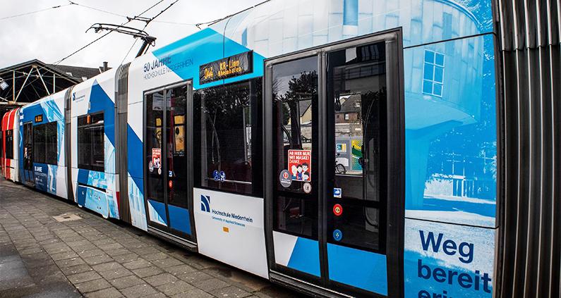 Seit wenigen Tagen fährt die Hochschul-Straßenbahn durch Krefeld.