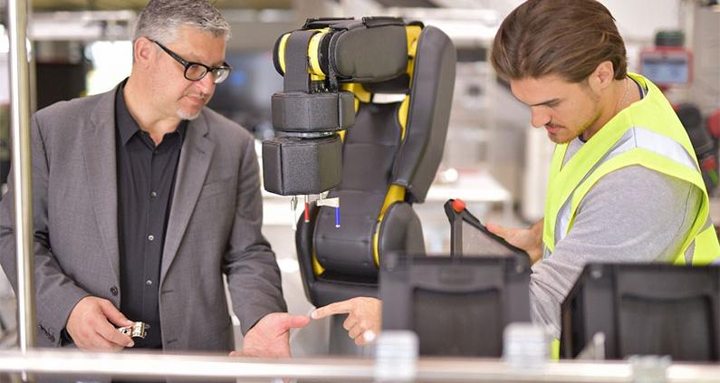 Prof. Dr. techn. Daniel Palm (li.) und Fabian Dietrich im Werk150 an der Hochschule Reutlingen.