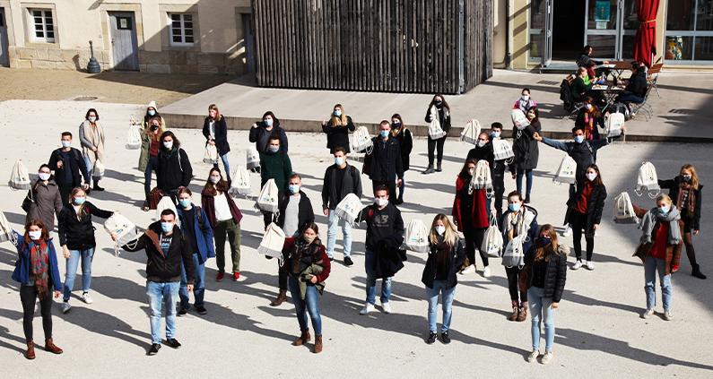 Die Hochschule für Forstwirtschaft Rottenburg darf sich für weitere zwei Jahre FairTrade-University nennen.