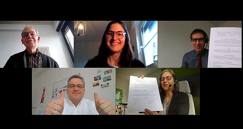 Freude über den Vertragsabschluss (v.l. im Uhrzeigersinn): Prof. Dr.-Ing. Thorsten Groß vom Fachbereich ME, Projektleiterin Miriam Altenhöfer, Holger Schmidt und Claus Bornemann von der Technikerakademie Weilburg und THM-Vizepräsidentin Prof. Dr. Katja Specht.