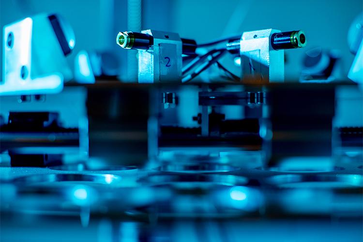 Mi Steinbach will den 3D-Druck dabei so weit optimieren, dass damit kleine Implantate hergestellt werden können.