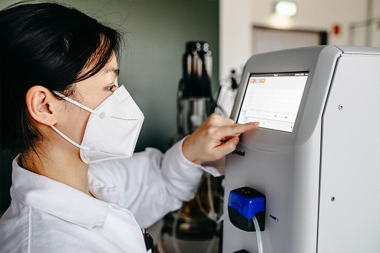 Wissenschaftler*innen der Hochschule Niederrhein versuchen aus Lebensmittelreststoffen ein Hauptprodukt zu machen.