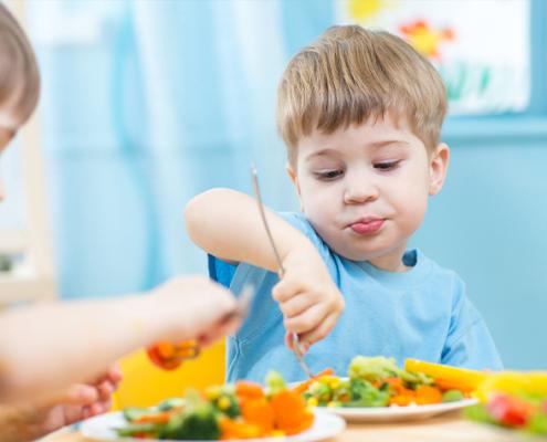 Kita-Essen gesünder machen: Das ist das Ziel des gemeinsamen Projekts der Hochschule Albstadt-Sigmaringen, der Deutschen Gesellschaft für Ernährung und des Unternehmens Pro Care Management.
