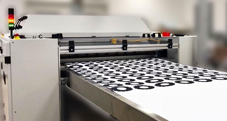 Laserdrucker beim Drucken von Zahnradlayern.