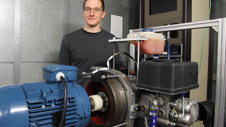 Christian Stahl hat zwei alternative Kraftstoffe mithilfe eines Einzylinder-Dieselmotors untersucht.