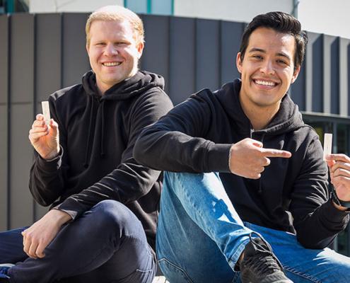 Eduardo Andrei Rocha Pinaya (r.) und Michael Melbourne Schmidt sind Buddys – Michael hat Andrei dabei unterstützt, sein erstes Master-Semester komplett von Bolivien aus zu stemmen.