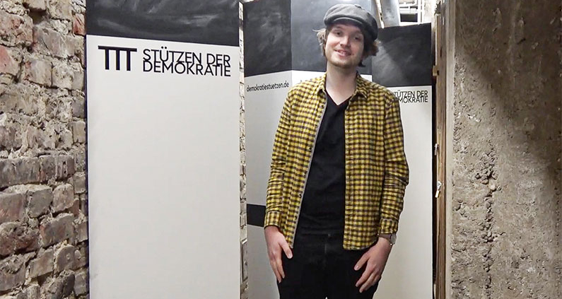 """Marcel Mücke, Kommunikationsdesign-Student an der HSD, hat sich mit seinem Projekt """"Stützen der Demokratie"""" im Wettbewerb """"Engagement hoch 10"""" des Stifterverbandes für die Deutsche Wissenschaft durchgesetzt."""