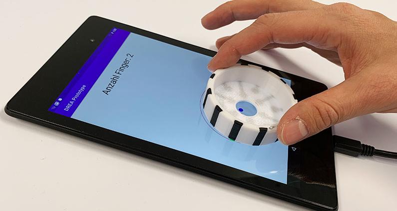 Mit Hilfe eines smartphone-basierten Prototypen werden derzeit die Möglichkeiten der Interaktion mit dem Drehcontroller getestet.