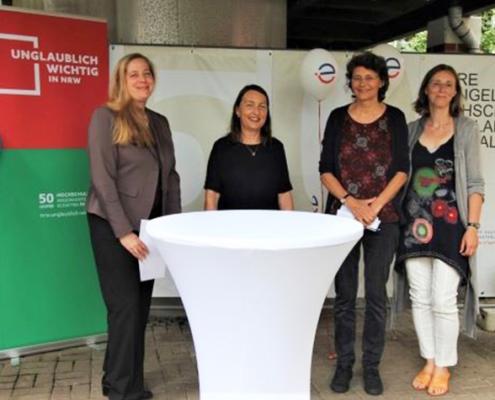 Eröffneten gemeinsam die Jubiläumsausstellung (v.l.): Iris Litty, Prof. Dr. Dr. Sigrid Graumann, Prof. Dr. Carola Kuhlmann und Prof. Dr. Diana Franke-Meyer.