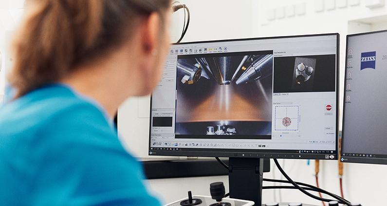 An der Fachhochschule (FH) Bielefeld ist diese höchstauflösende Darstellung nun im Labor für Werkstoffprüfung mit einem neuartigen Feldemissions-Rasterelektronenmikroskop möglich.