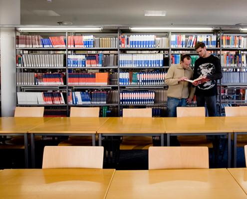 Die Bibliothek der Hochschule hat ein umfassendes Beratungsangebot im Hinblick auf die Bedingungen von Open-Access-Veröffentlichungen etabliert.
