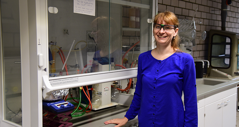 Prof. Dr. Katharina Weber forscht an der Hochschule Aalen an der Weiterentwicklung von Korrosionsschutzmaßnahmen.