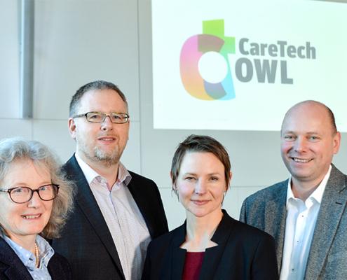 Die Sprecherinnen und Sprecher von CareTech OWL: Prof. Dr. Annette Nauerth, Prof. Dr. Axel Schneider und Prof. Dr. Udo Seelmeyer gemeinsam mit Geschäftsführerin Claudia Weymann (3. v.l.).