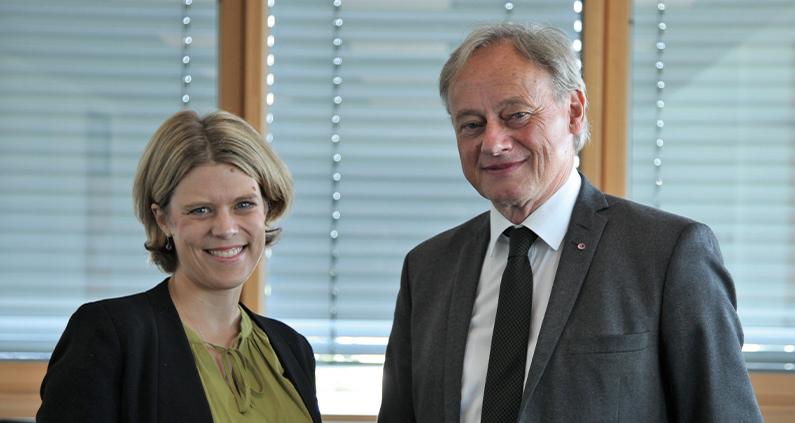 Dr. Kerstin Rosenow-Williams- Gerade von Hochschulpräsident Hartmut Ihne als Professorin für Soziale Nachhaltigkeit berufen.