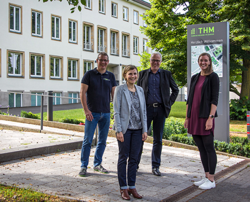 Das Team Nachhaltigkeitsmanagement der THM bilden (v.l.) Prof. Holger Rohn, Juliane Wegner, Prof. Dirk Metzger als verantwortliches Präsidiumsmitglied und Larissa Katzmann.