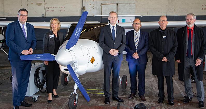 Gemeinsam mit ihren Projektpartnern stellt die FH Aachen heute auf dem Flugplatz Aachen-Merzbrück die elektrisch angetriebenen Motorflugzeuge für die nachhaltige Pilotenausbildung von morgen vor.